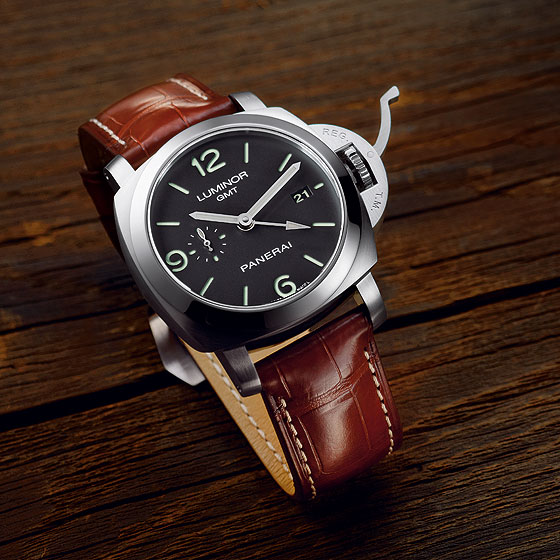 Panerai Luminor 1950 3 Days GMT - front